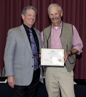 RCE Director Larry Katz (l) presents Dave Lee with his award.