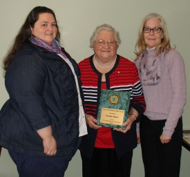 Dorothy Calimer (center), receiving the Rutgers 4-H Volunteer of the Year Award from Debi Cole (right) and Navonne Owen (left),  Atlantic County 4-H staff and members of the New Jersey Association of 4-H Agents.