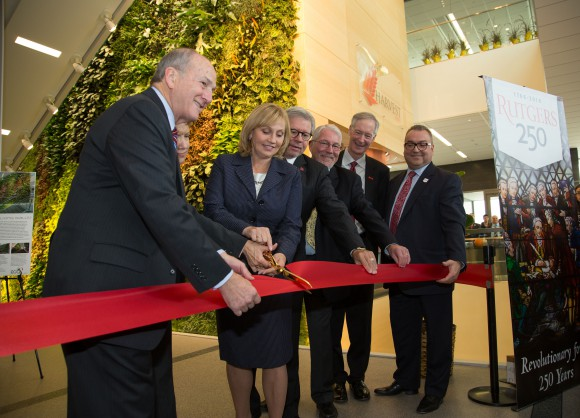 L-R: Rutgers President Robert Barchi; Robin Mockenhaupt, chief of staff, Robert Wood Johnson Foundation; New Jersey Lt. Gov. Kim Guadagno; Chancellor Richard L. Edwards, Rutgers University-New Brunswick; Executive Dean Robert Goodman, School of Environmental and Biological Sciences, Rutgers-New Brunswick; Peter Gillies, institute founding director; and Antonio Calcado, vice president, University Facilities and Capital Planning. Photo credit: Jeff Heckman