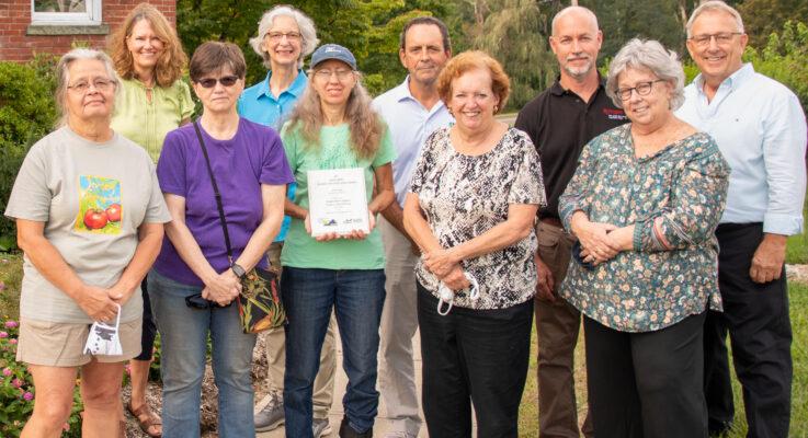 Rutgers Master Gardeners of Morris County Win Prestigious International Award